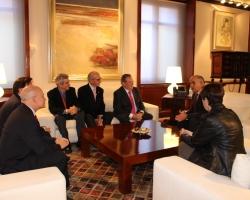 El Presidente del Gobierno de la Región, D. Alberto Garre, recibió a la Junta de Gobierno de la Real Academia